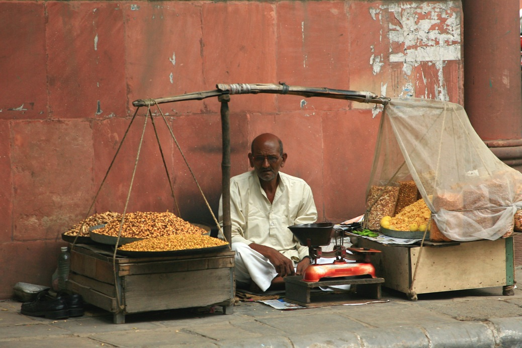 Merchant_selling_namkeen_snacks,_Khan_Market,_Delhi